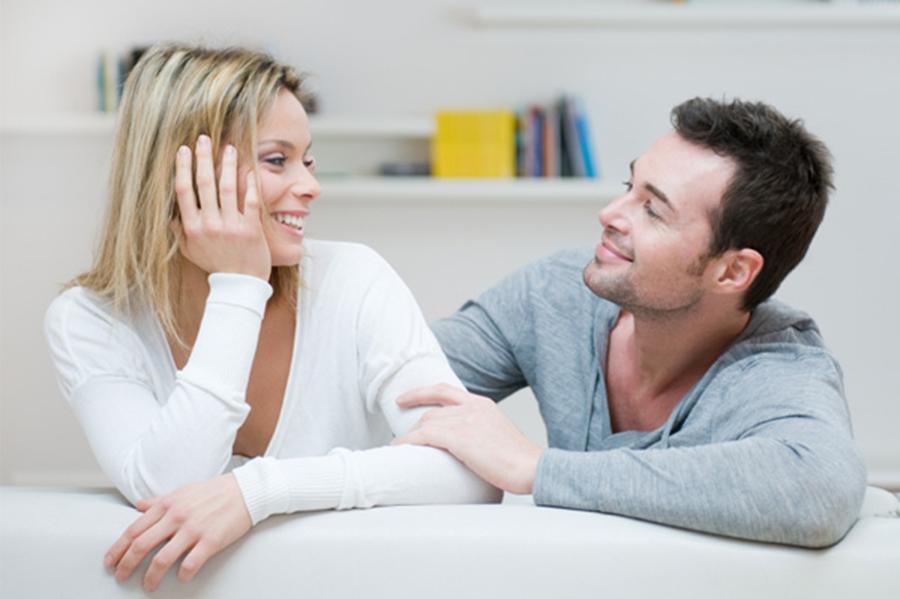 2-3-pravila-za-razgovor-ispolnet-so-ljubov-kako-pozitivniot-razgovor-da-ja-zajakne-vashata-romantichna-vrska-www.kafepauza.mk_