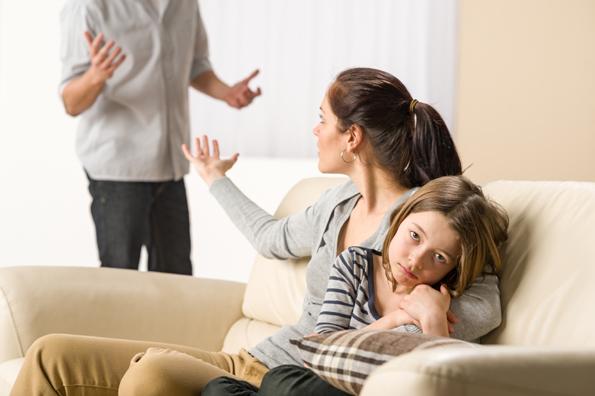 Внимавајте: 4 знаци дека се однесувате со сопругот како да е дете