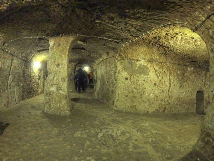 (4)derinkuju-drevniot-podzemen-grad-koj-bil-dom-na-20000-lugje-kafepauza.mk