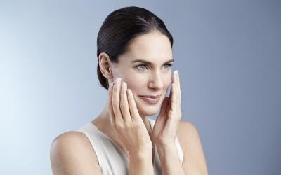Eucerin Hyaluron-Filler + Elasticity нега против стареење на кожата, за поцврст, посвеж и поблескав ефект