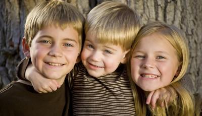 Истражувањата откриваат: Најмалото дете во семејството им е омилено на родителите