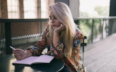 Зошто треба да се вљубите во девојка која сака да пишува?