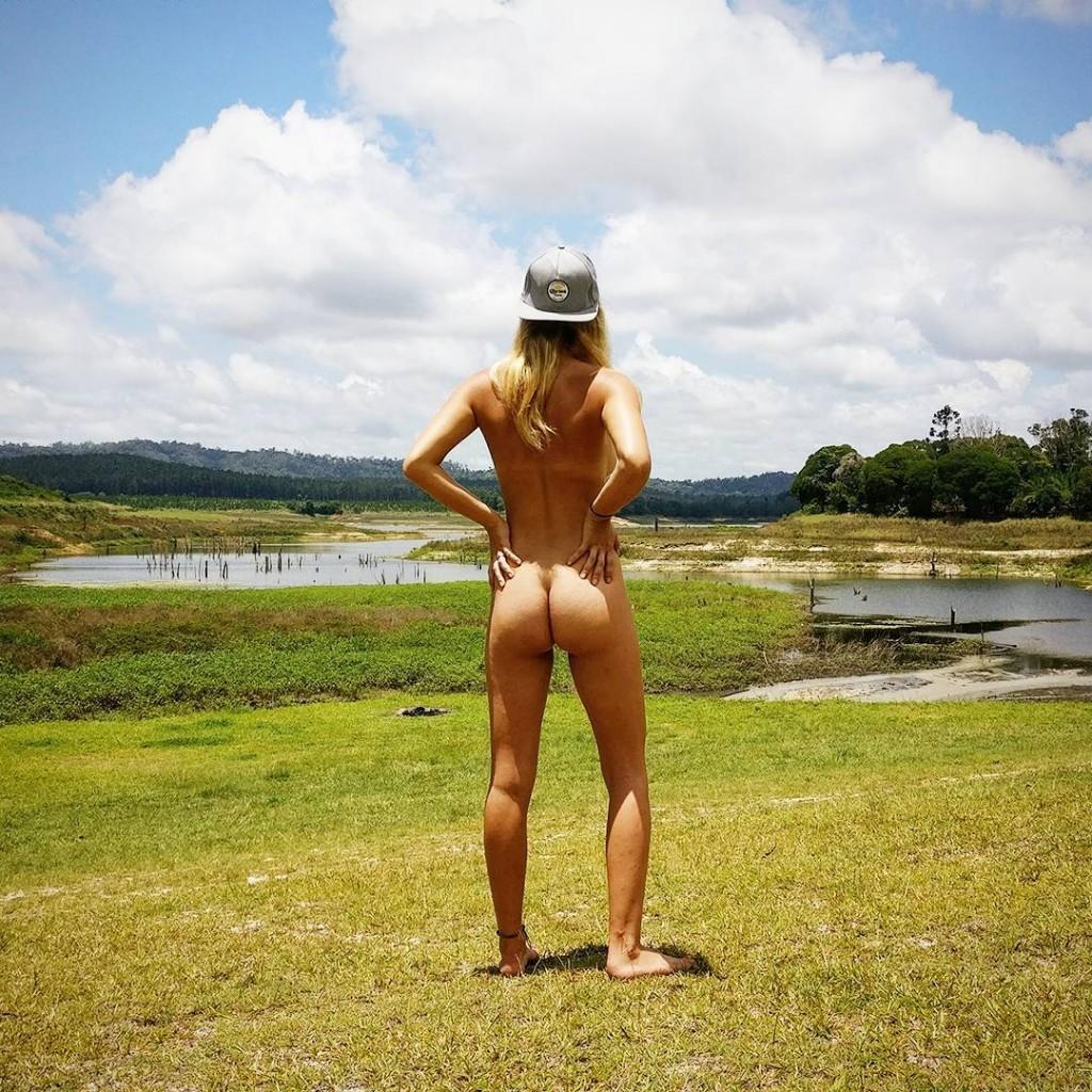 (1)devojka-se-fotografira-bez-obleka-za-da-dokazhe-deka-golotijata-ne-e-seksualna-kafepauza.mk