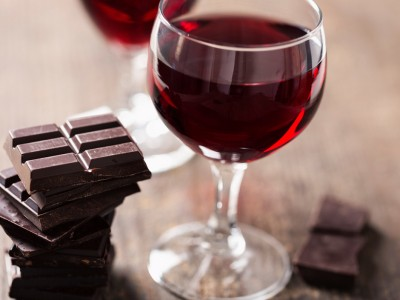 Истражувањата откриваат: Црвеното вино и чоколадото се фонтаната на младоста!