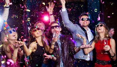 Сами дома или со друштво во дискотека: Кој си помина најубаво за Нова година?