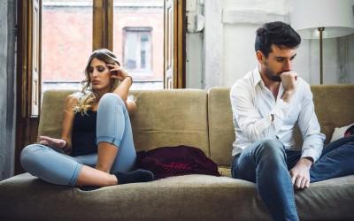 Не кревајте паника: 3 разбирливи причини зошто вашиот партнер се оддалечил од вас