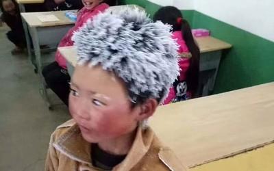Леденото момче: Ова дете изодува по 5 километри во смрзнувачки услови за да стигне на училиште