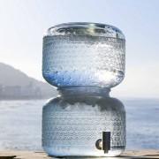 (1) Сирова вода: Најновиот тренд кој можеби е опасен по здравјето