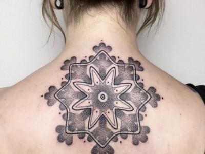 Тетоважи што ќе ви помогнат да го задржите празничното расположение во текот на целата година