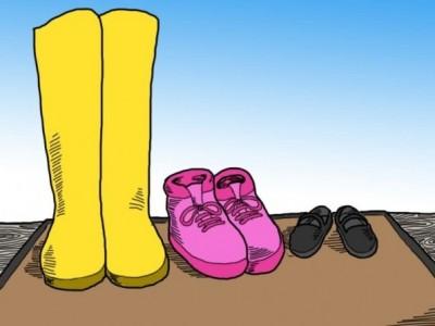 Зошто никогаш не треба да носите чевли во вашиот дом?