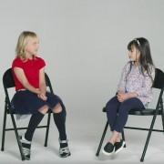 deca-zapoznavaat-devojche-shto-prezhivealo-rak-nivnite-razgovori-kje-vi-gi-nasolzat-ochite