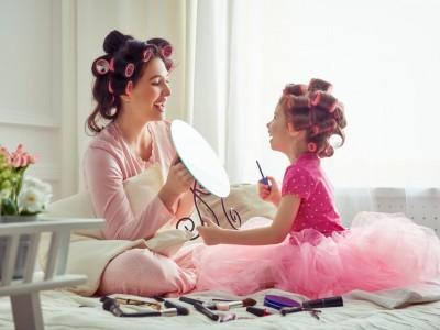 Научниците откриваат: Мајките и ќерките имаат најцврста врска!