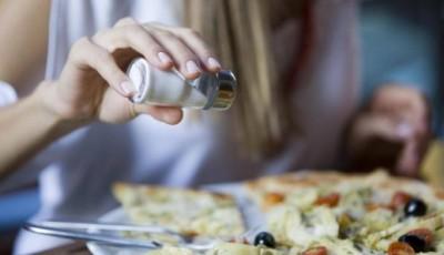 Ново истражување открива што се случува со нашиот мозок кога консумираме премногу сол