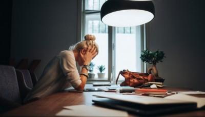 Што ја предизвикува утринската главоболка и како да ја спречите?