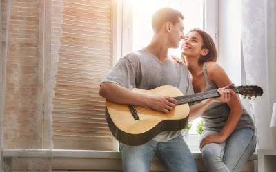 10 забавни фази што мора да ги поминете со вашиот партнер пред да дознаете дали сте еден за друг