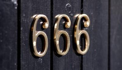Дали постојано гледате трицифрени броеви? Дознајте што сака да ви каже универзумот со тоа!