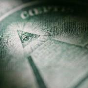 10 луди теории на заговор кои испаднало дека се вистинити