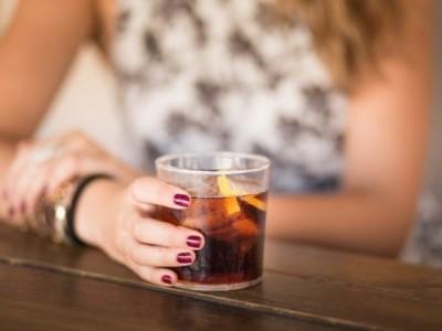 Сакате да ослабите? Скратете само 1 чаша газирани пијалаци на неделно ниво
