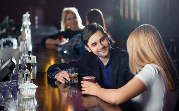 Само за девојки: Како да ги одбиете момците на љубезен начин?