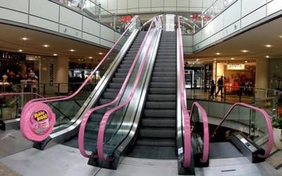 Креативни реклами на ескалатори што ќе ве насмеат и ќе ве остават без зборови