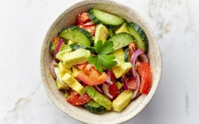 Оброк салата со краставица и ананас