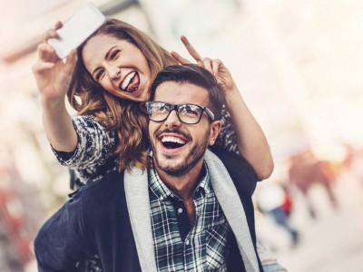 Психолозите откриваат: Која е целта на паровите кои постојано објавуваат фотографии на Инстаграм?