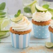 Тортички со џин и тоник: Совршен десерт за вас и вашите пријатели!