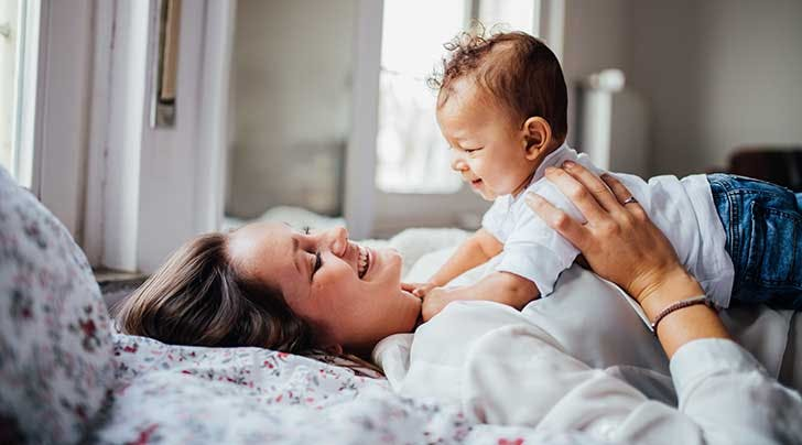 6 нешта што не смеете да ѝ ги кажете на личност што посвојува дете