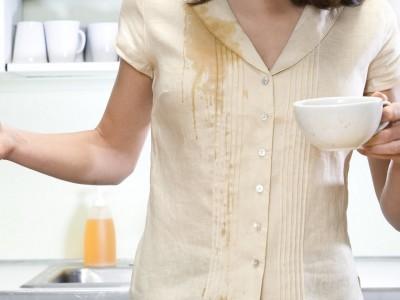 Исчистете дамка од кафе со нешто што веќе го имате дома!