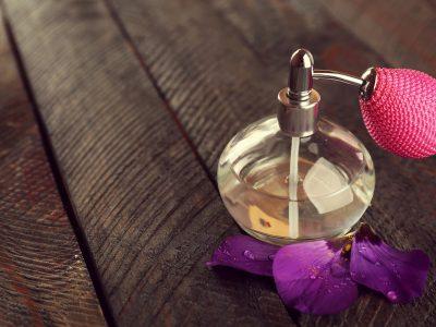 Пролетни парфеми за целосен моден впечаток во потоплите денови