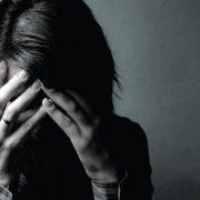 Зошто луѓето кои преживеале траума се емотивно затворени?