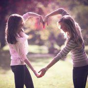 Интересни невролошки сличности кои ги имате со најдобриот пријател
