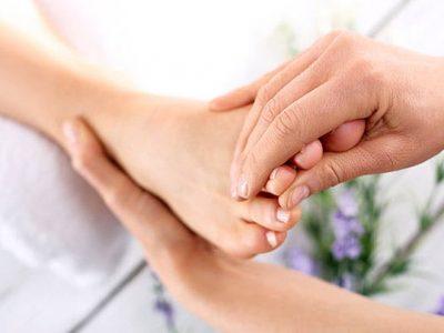 Сите обожаваат масажа на стапала, но дали некогаш сте чуле за рефлексологија?
